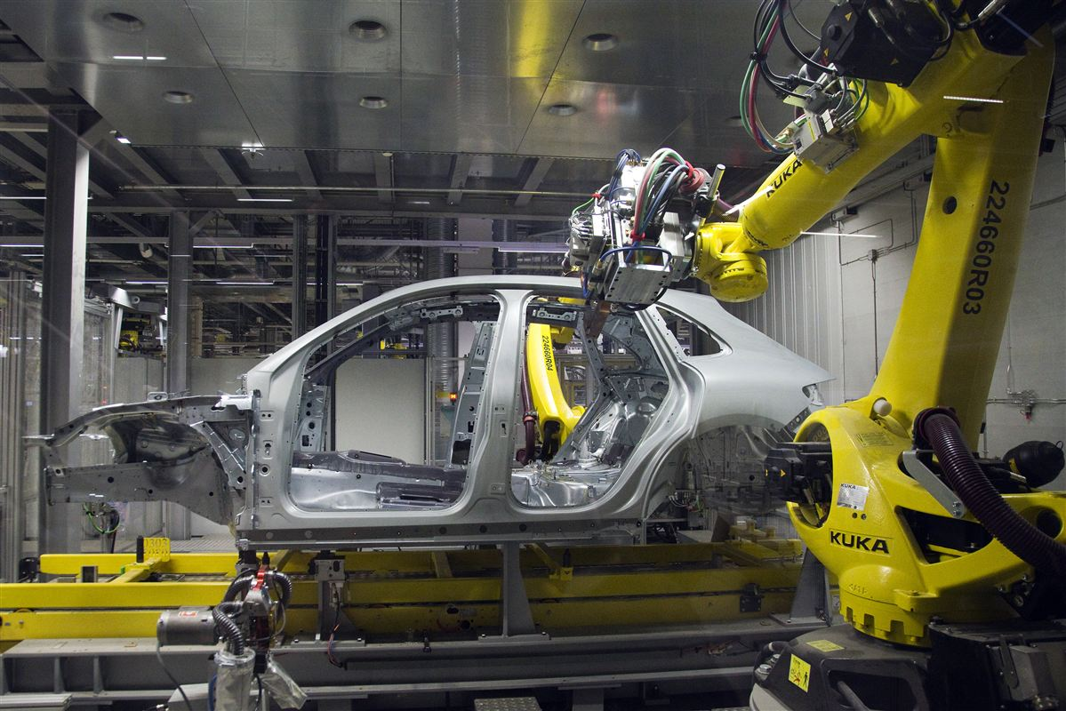 Robotter har for længst gjort sit indtog i industrien. Men hvor der fortsat er langt til intelligente, menneskelignende robotter, kan avancerede algoritmer allerede nu forbedre arbejdsgange og hjælpe med at fastholde medarbejdere.
