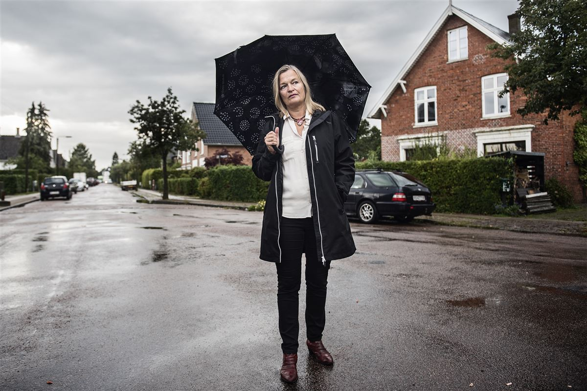 Karen Lumholt er 56 år, og i de sidste ti år har hun med egne ord været på toppen arbejdsmæssigt. Det ville, mener hun, være en rigtig god samfundsinvestering, hvis man indså, at årene, hvor man stifter familie og opfostrer sine børn, ikke er de år, hvor man skal knokle igennem på jobbet.