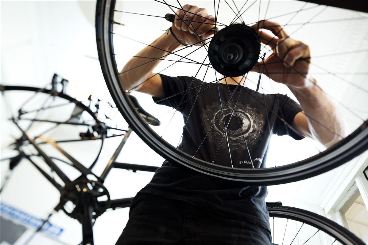 Brugen af løntilskud i private virksomheder står i stampe. Nu foreslår forsker kvoter for at få mere gang i hjulene.
