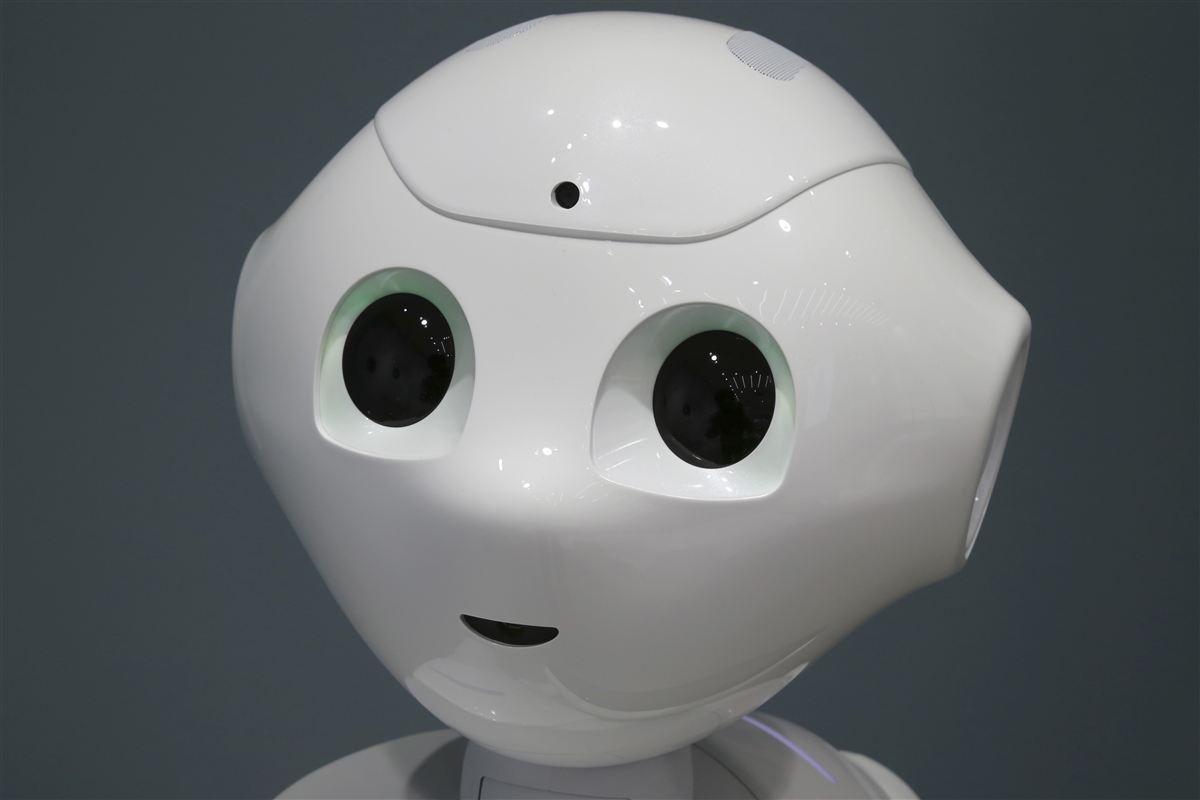 Robotter har givet vækst hos Trelleborg Sealing Solutions i Helsingør. Det er dog ikke en følsom, lille fyr som Pepper her, der har fået gang i hjulene på virksomheden, men derimod robotarme.