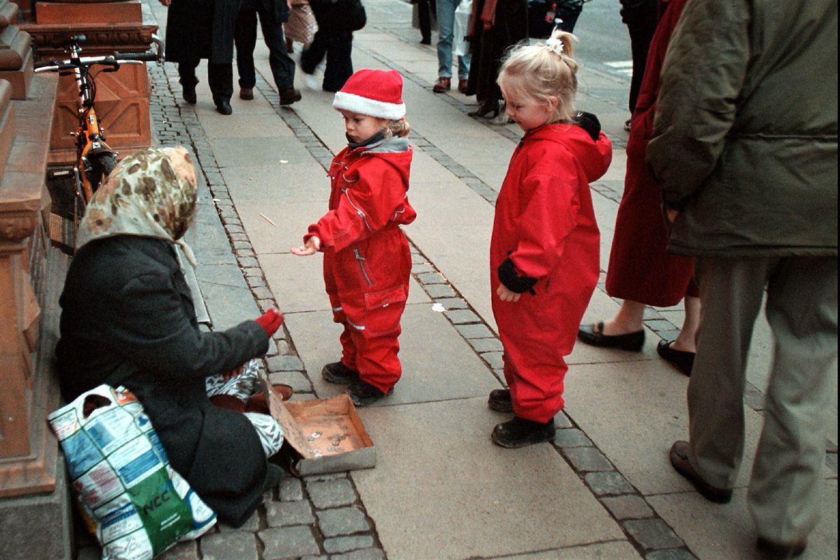 Stigende ulighed udfordrer den danske førerposition som det lykkeligste folk, vurderer forskere.