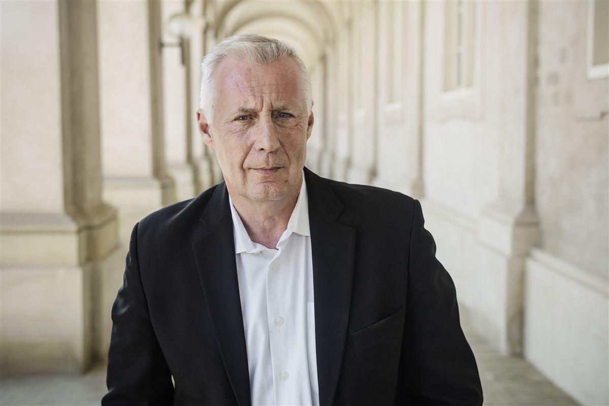 »Jeg vil slå fast i Bruxelles, at vi har den danske model, som Juncker ikke skal blande sig i,« siger beskæftigelsesminister Henrik Dam Kristensen (S).