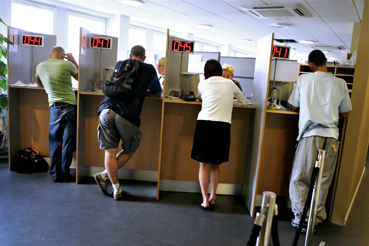 Tilliden til dagpengesystemet falder. Det får folk i arbejde til at kræve mere og mere tryghed på jobbet for at undgå at havne i dagpengekøen.