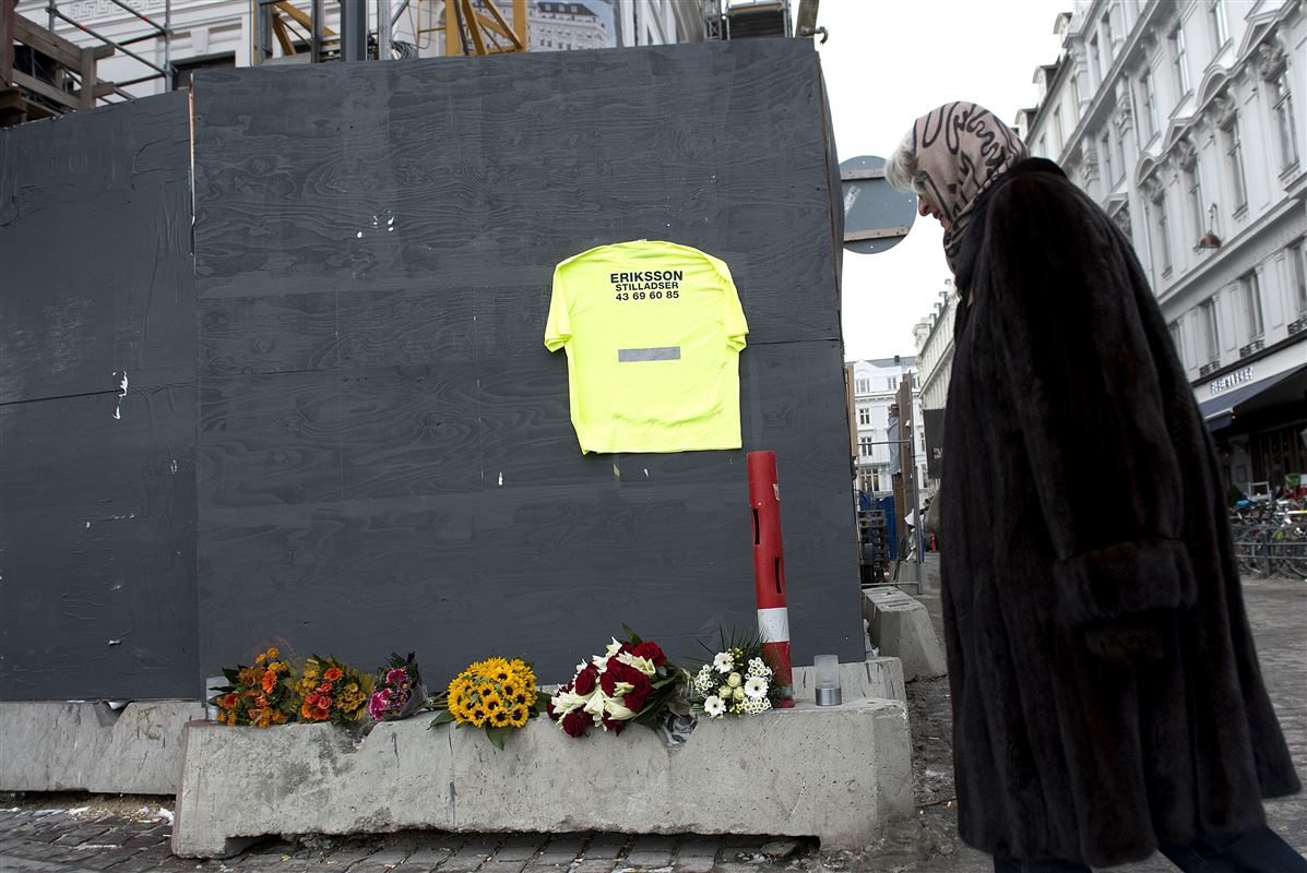 Når en virksomhed får en bøde for farligt arbejde, er der tale om en grov overtrædelse af arbejdsmiljølove. Fotoet her er taget efter en ulykke i 2013, hvor en mand faldt ned og døde under ombygningen af hotellet D'Angleterre i København.