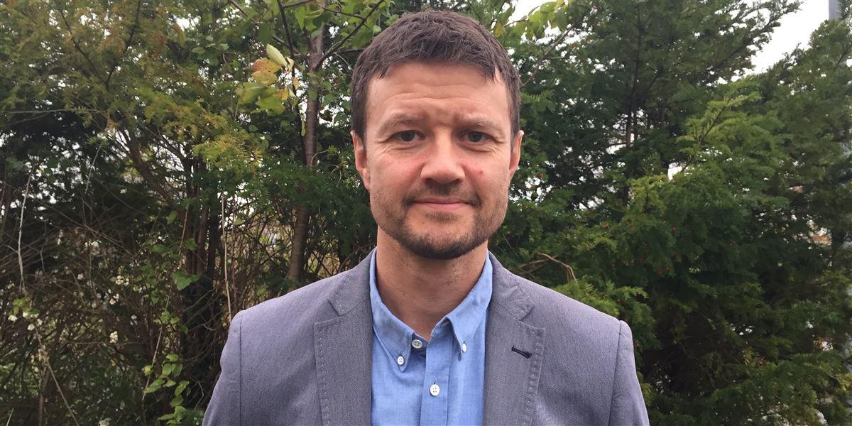 I Jobcenter Kalundborg henlægger man nogle samtaler til politistationen og hyrer vagter til særlige situationer. »I det øjeblik jeg har en medarbejder, der bliver slået ned, så har jeg fejldisponeret ved ikke at have vagt på,« siger Jens Folman, jobcenterchef i Kalundborg.