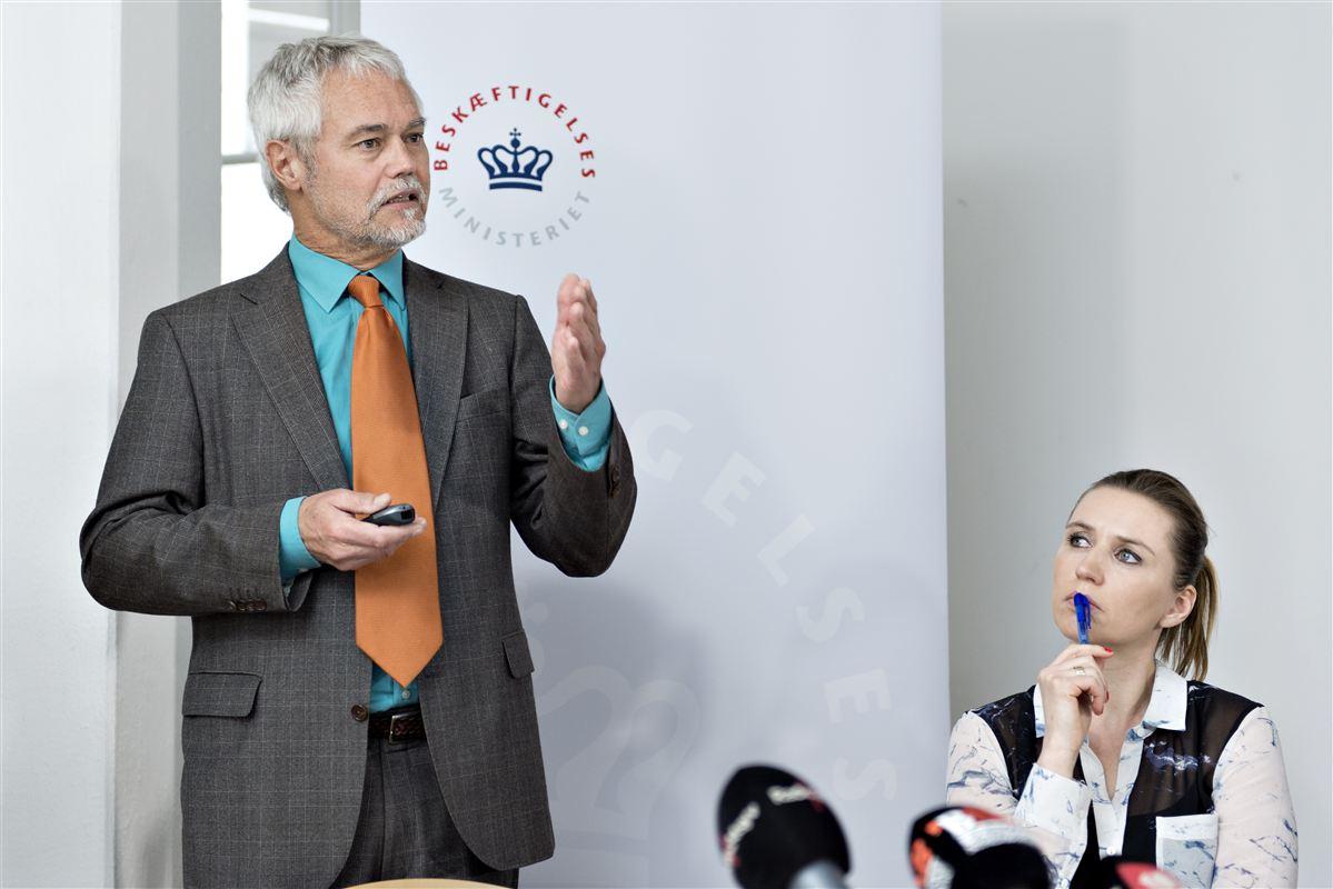 Ledige over 30 år skal kunne uddanne sig, men på en ydelse, der er lavere end dagpengene, foreslår Carsten Koch. Beskæftigelsesminister Mette Frederiksen (S) vil ikke lægge sig fast på, hvad ydelsen bliver.