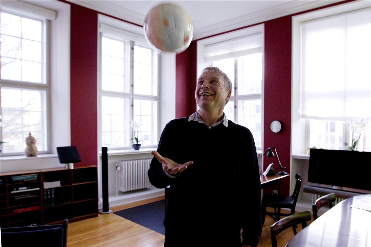 Så er bolden givet op: Uffe Elbæk har et bud på, hvordan regeringen kommer ud af dagpengeklemmen.