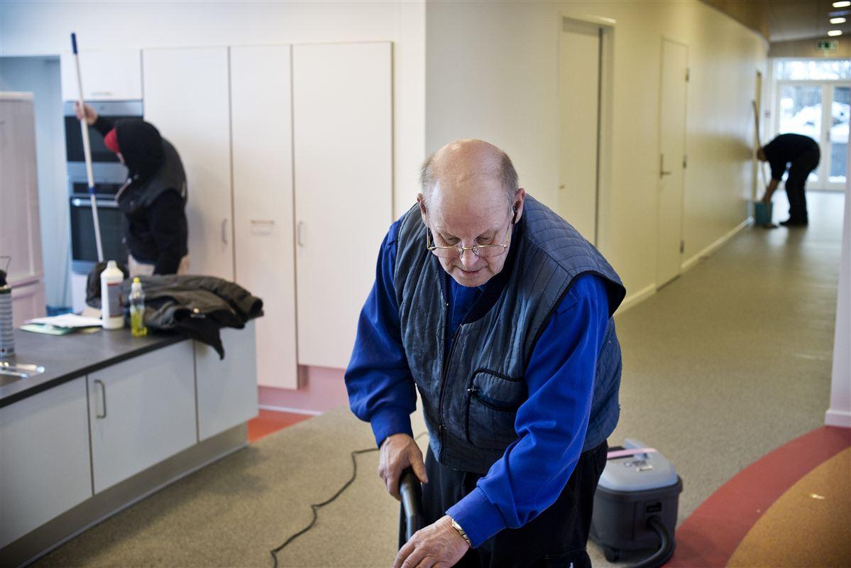 Det bliver sværere at indrette arbejdsmarkedet, så man tager hensyn til ældre medarbejdere, hvis der bliver skåret på Arbejdstilsynet, mener 3F.
