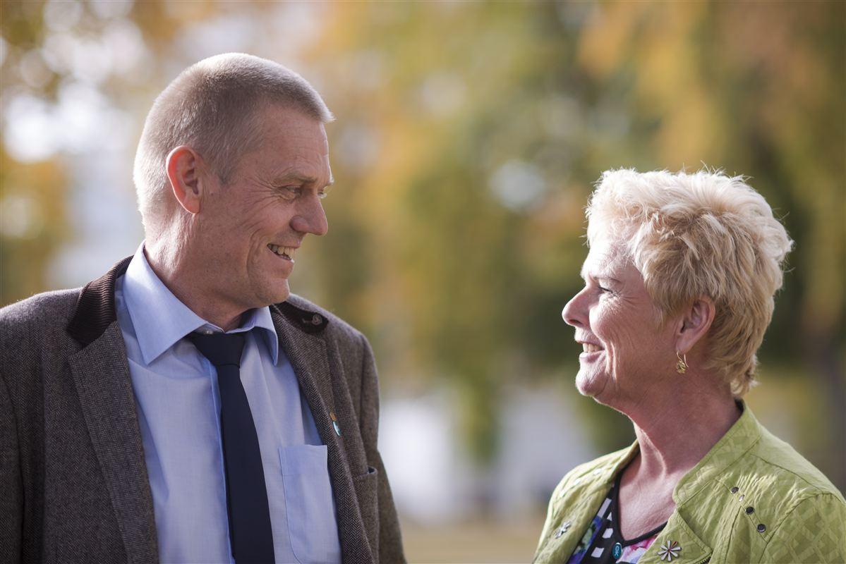 """Lizette Risgaard og Arne Grevsen skal meget hurtigt i arbejdstøjet, når de tirsdag sandsynligvis bliver valgt til formand og næstformand for LO. LO står med egne ord på """"en brændende platform"""" med et væld af udfordringer."""