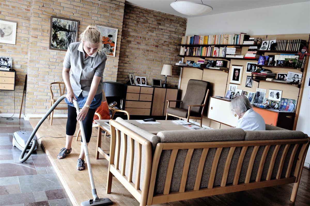 Arbejdsdagen i ældreplejen er blevet planlagt minut for minut, ydelse for ydelse – uden hensyn til, hvad den enkelte medarbejder vurderer er fagligt og menneskeligt bedst for den enkelte borger, siger FOA-formand Dennis Kristensen som et eksempel på, hvordan det ensformige arbejde breder sig.
