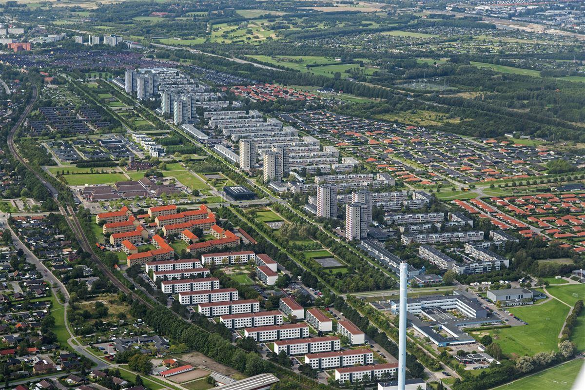 Brøndby er en af de kommuner, der har størst andel af kontanthjælpsmodtagere. 25 procent af indbyggerne har ikke-vestlig baggrund.