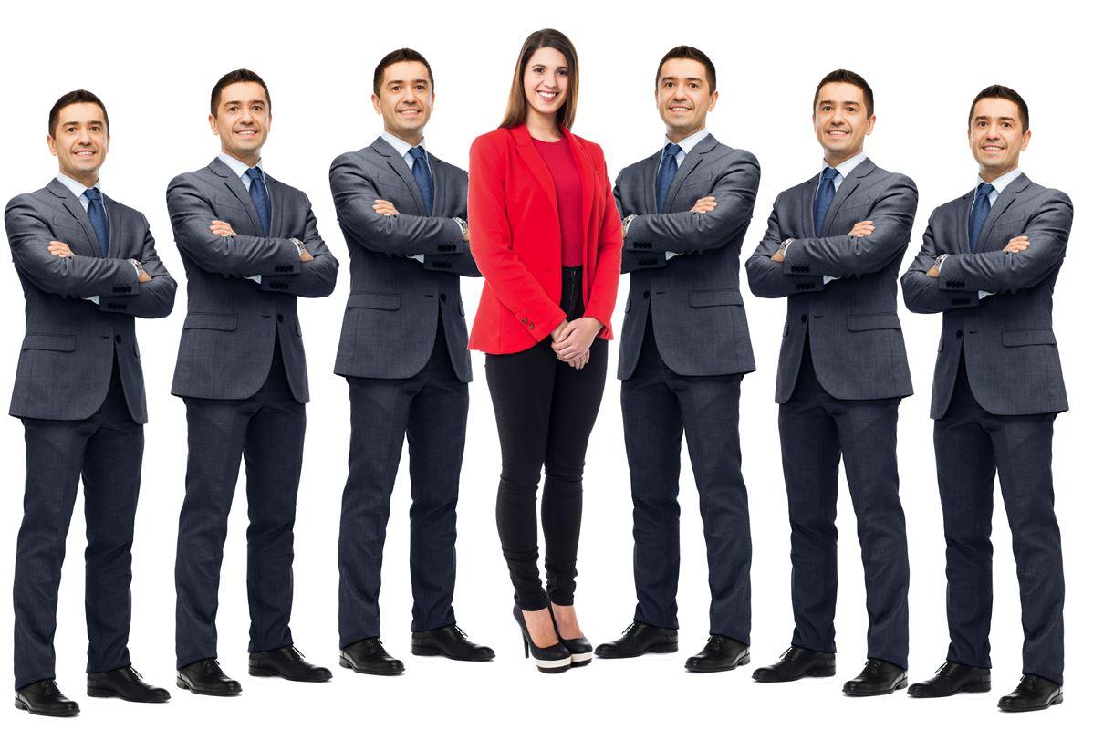Seks mænd frem for en enke løb... Debatskribenten i Danmark er universitetsuddannet, hvid - og mand. Kvinder er blandt andet bange for den shitstorm, der kan følge med et debatindlæg i en avis eller på nettet. Og så tier kvinderne, mens mændene går til tasterne.