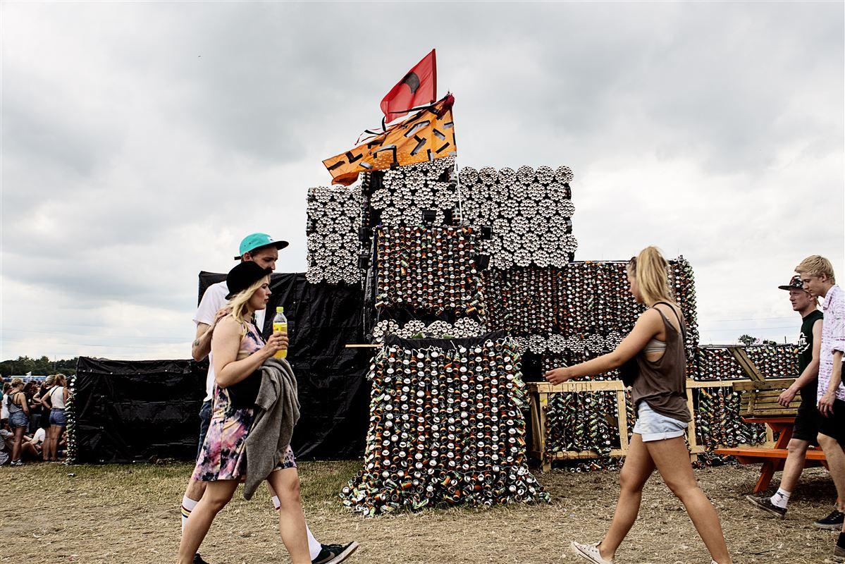 Hvert år forvandles Dyrskuepladsen i Roskilde til et levende, arkitektonisk eksperimentarium. Billedet er fra 2013, hvor der under festivalen blev bygget en kirke af øldåser, der skulle sendes til genbrug.