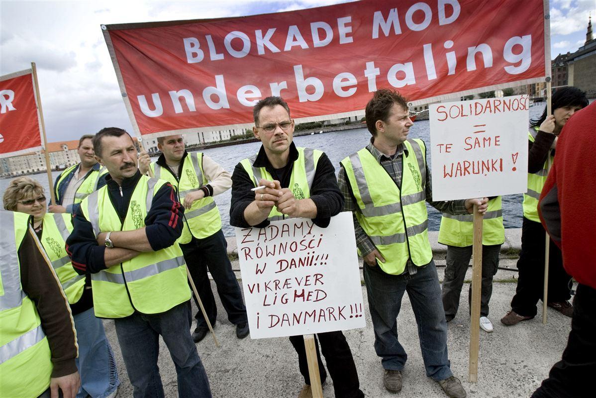 Polakkerne ser generelt positivt på den danaske fagbevægelse. Her demonstrerer polske og danske fagforeningsmedlemmer mod underbetaling af polske arbejdere i København.