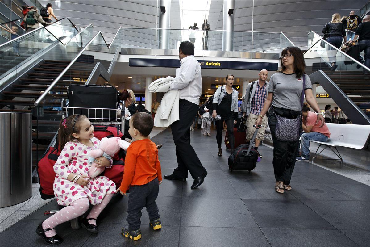 Det er ikke forbrugernes opgave at sikre ordentlige vilkår i luftfarten, lyder det fra transportminister Magnus Heunicke (S).