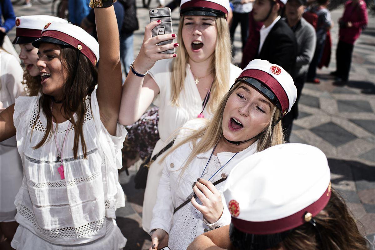 Vejen til en glad studenterhue bliver i fremtiden lidt mere krævende for de unge. Regeringen præsenterer onsdag udspil, der kræver karakteren 4 i dansk og matematik fra folkeskolen for at få adgang til gymnasiet.