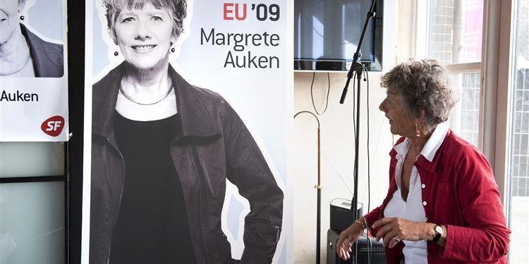Især venstreorienterede vælgere er over de seneste årtier vendt på en tallerken i deres holdninger til EU. SF-politikeren Margrete Auken fremhæves som et symbol på, hvordan den moderate venstrefløjsvælger er gået fra at være modstander til at være europæer med hjertet.