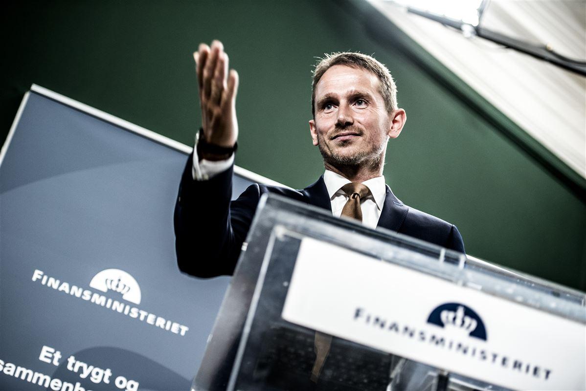 Finansminister Kristian Jensen (V) tager fejl, hvis han tror, at skattelettelser og højere beskæftigelsesfradrag kan sikre opsvinget. Både vækst og opsving ryger sig en tur, hvis han svinger sparekniven over erhvervsskolerne og dermed forhindrer virksomheder i at få faglært arbejdskraft. Det mener LO, Dansk Metal og 3F.