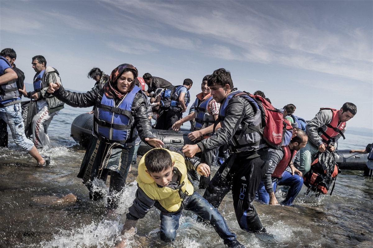 Der er behov for et tættere europæisk samarbejde omkring flygtninge som dem, der her er på vej i land i Grækenland, mener en stor del af danskerne.