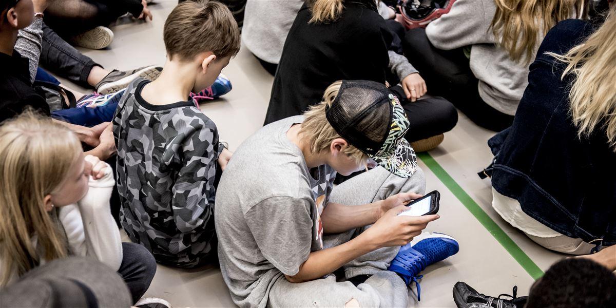 Børn skal have lov til at være børn og ikke arbejde blandt fulde mennesker, siger fagforbundet 3F til beskæftigelsesministerens forslag om at tillade helt ned til 13-årige at arbejde på restaurant.