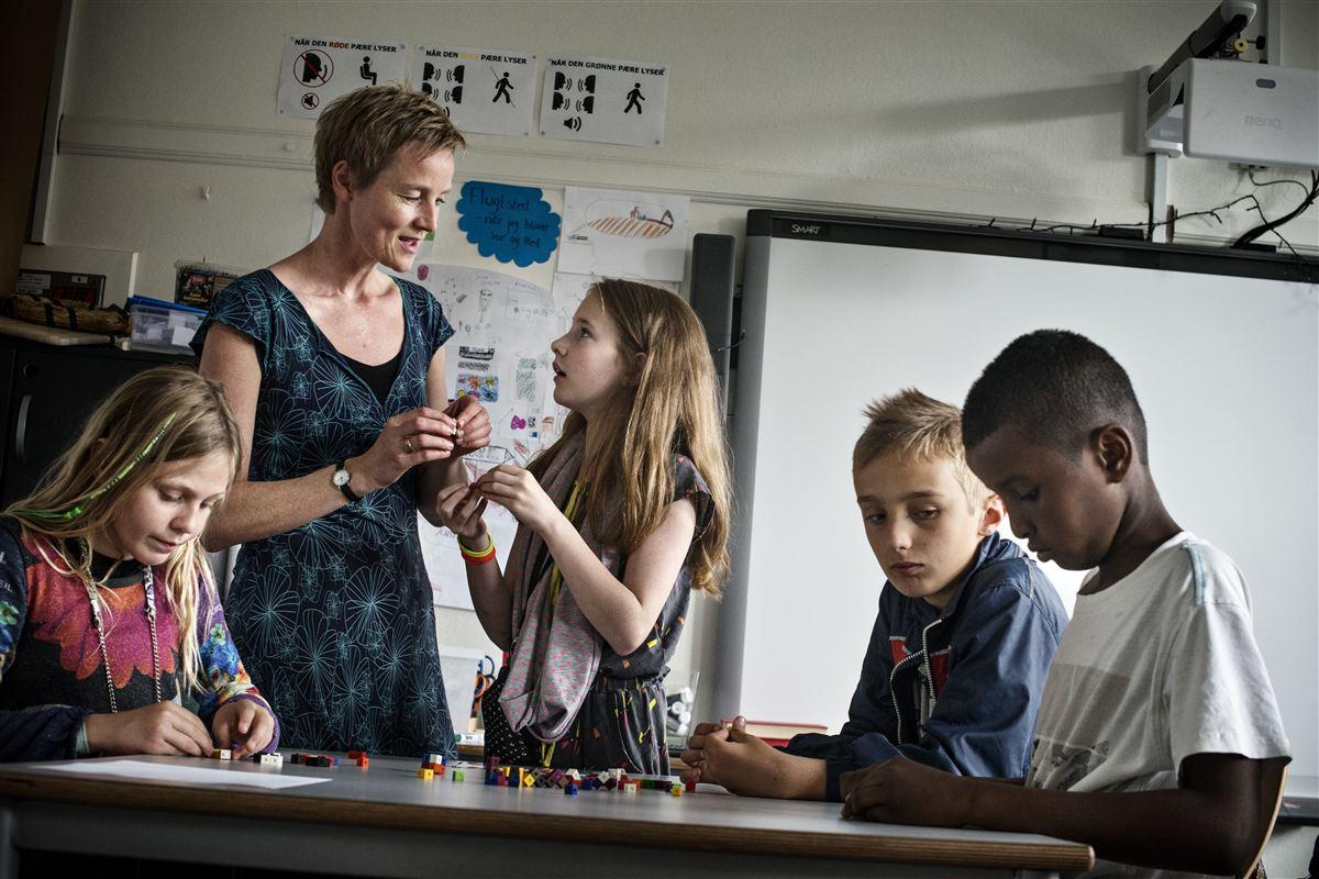 Mange skoler har svært ved at skaffe lærere, der er uddannet i de fag, de underviser i. Men på Brønshøj Skole i København foregår 90 procent af undervisningen af lærere med linjefag på cv'et