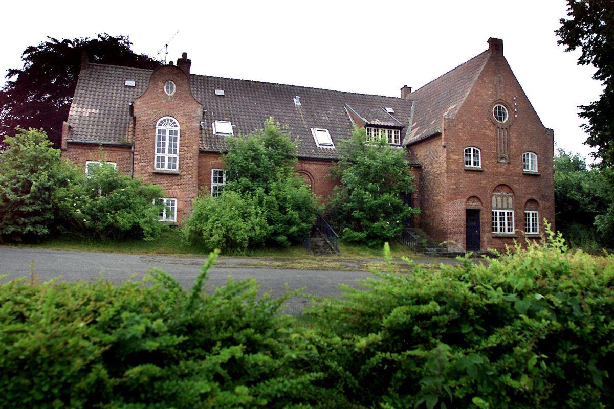 Skolen i Bøstrup på Langeland er for længst lukket. Men kravet om linjefagsuddannede lærere, kan sætte fart i flere lukninger af små skoler