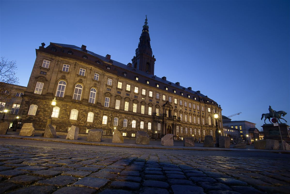Der skal ruskes op i det gamle Christiansborg Slot og dets beboere, hvis vi skal sikre et sundt og levende folkestyre, mener politikere og eksperter.
