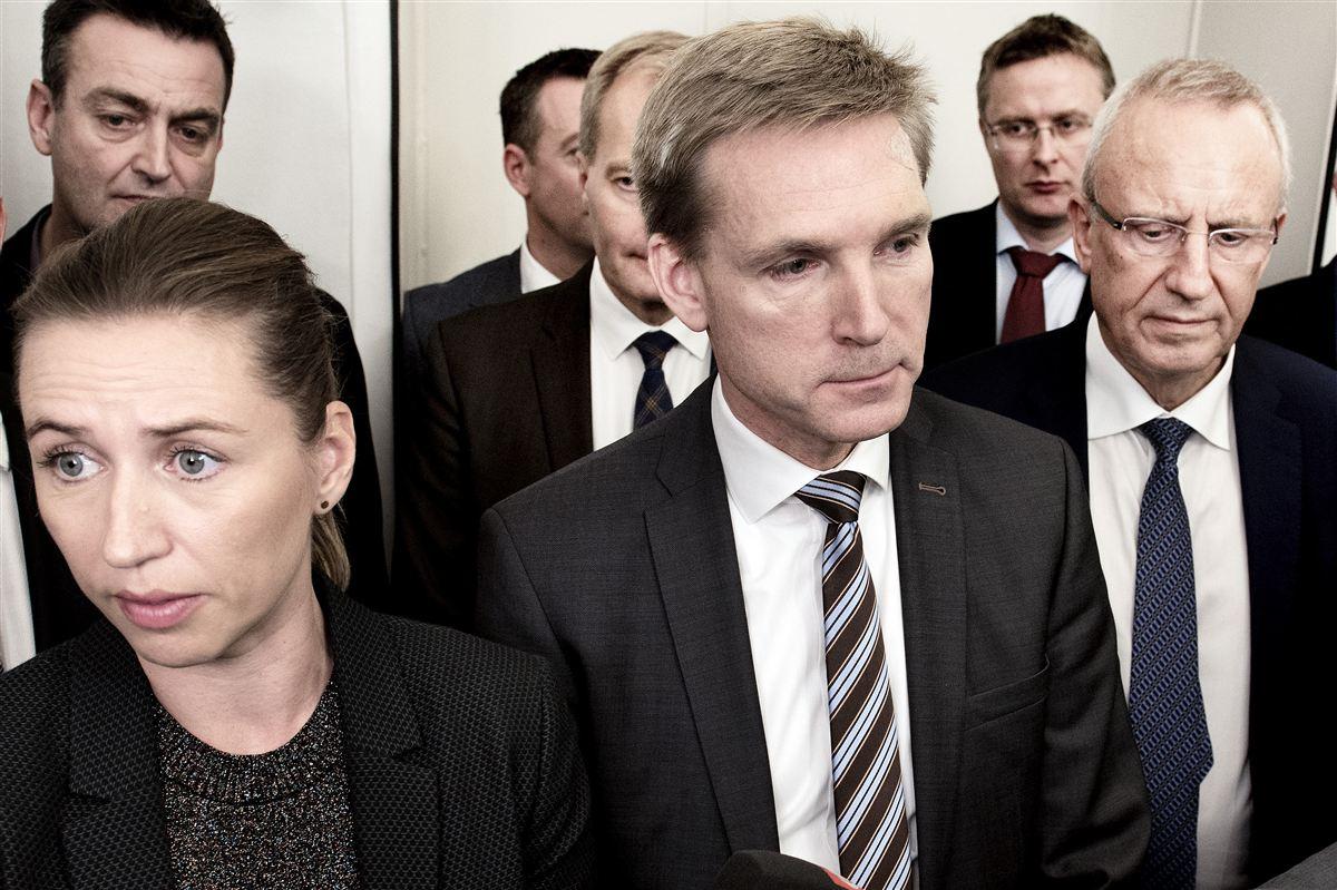 Her præsenterer regeringen sammen med Socialdemokraterne og Dansk Folkeparti den dagpengereform, de er blevet enige om. Reformen bliver tredjebehandlet i Folketinget i dag og træder i kraft 1. januar 2017.
