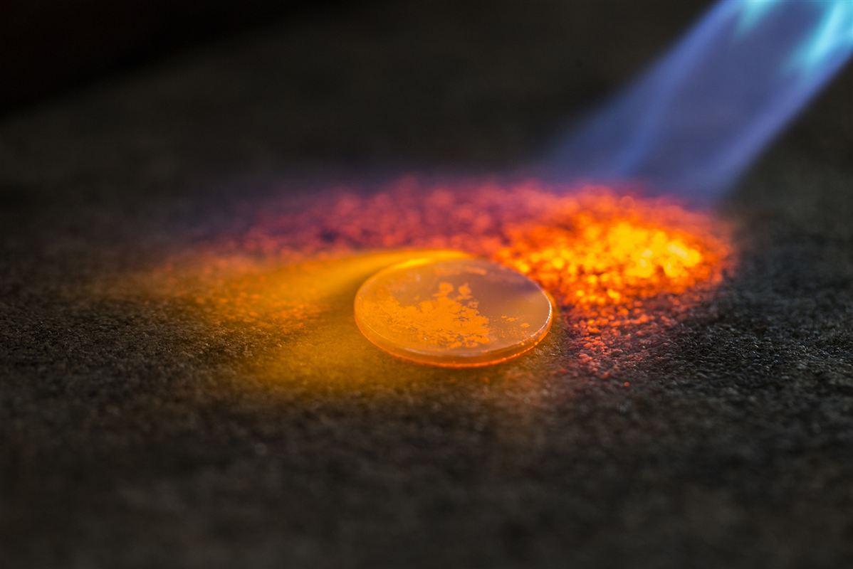 Den første danske mønt blev slået i Ribe i 700-tallet. Nu er produktionen på vej til udlandet.