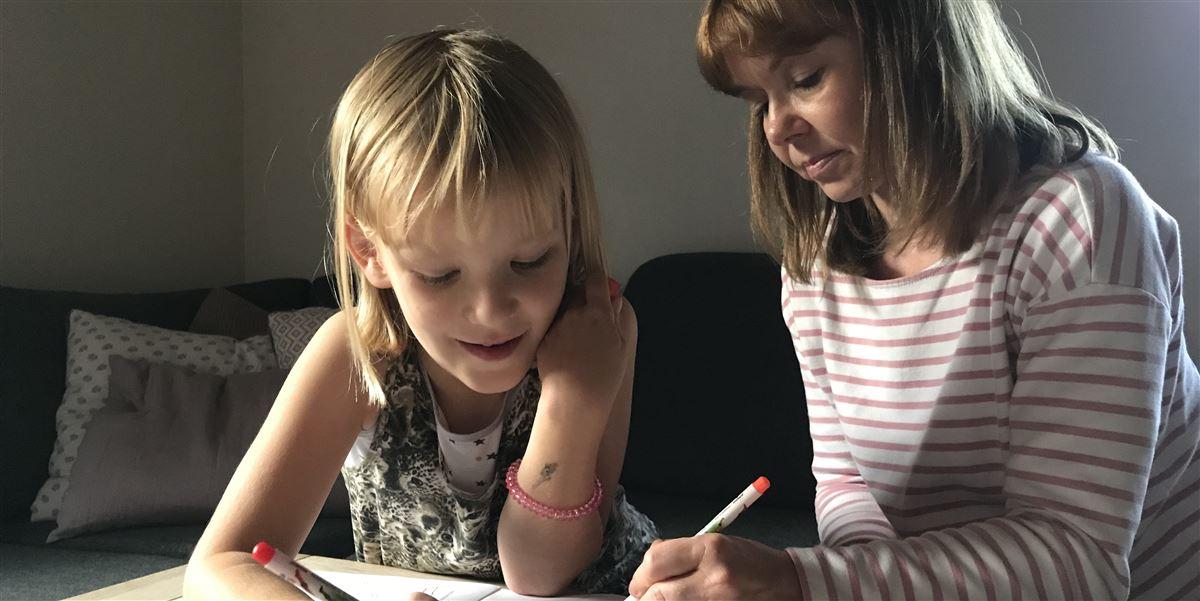 Linnea Hansen har infantil autisme og mental retardering og har ifølge flere læger taget skade af at gå i almindelig folkeskole.
