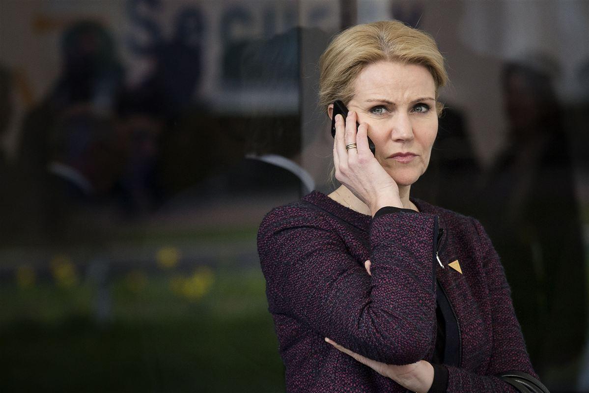 Måske har statsminister Helle Thorning-Schmidt haft planer om et et EU-job, mener topkilder i hendes parti.