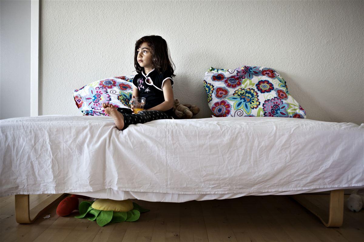 Flygtninge får for lidt i støtte til møbler, køkkengrej og sengetøj, mener mere end halvdelen af fagfolkene i landets kommuner.