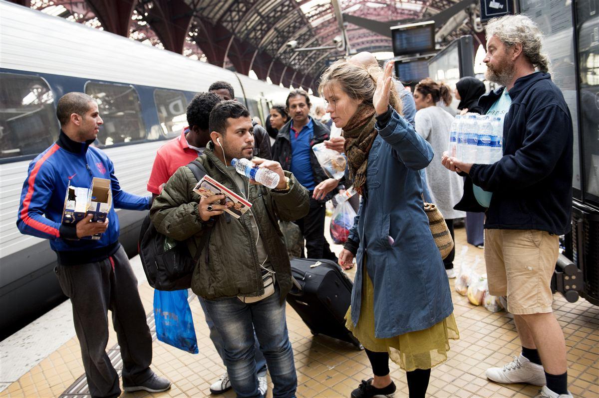 Når flygtninge og indvandrere finder vej til Danmark, skal de også finde vej til arbejdsmarkedet. Men vejen er for lang, mener regeringen.