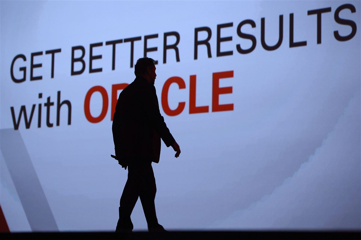 USA's mest overbetalte topchef i 2014 var den nu pensionerede direktør for Oracle, Larry Ellison. Danske pensionskasser har investeret mere end to milliarder kroner i selskabet.