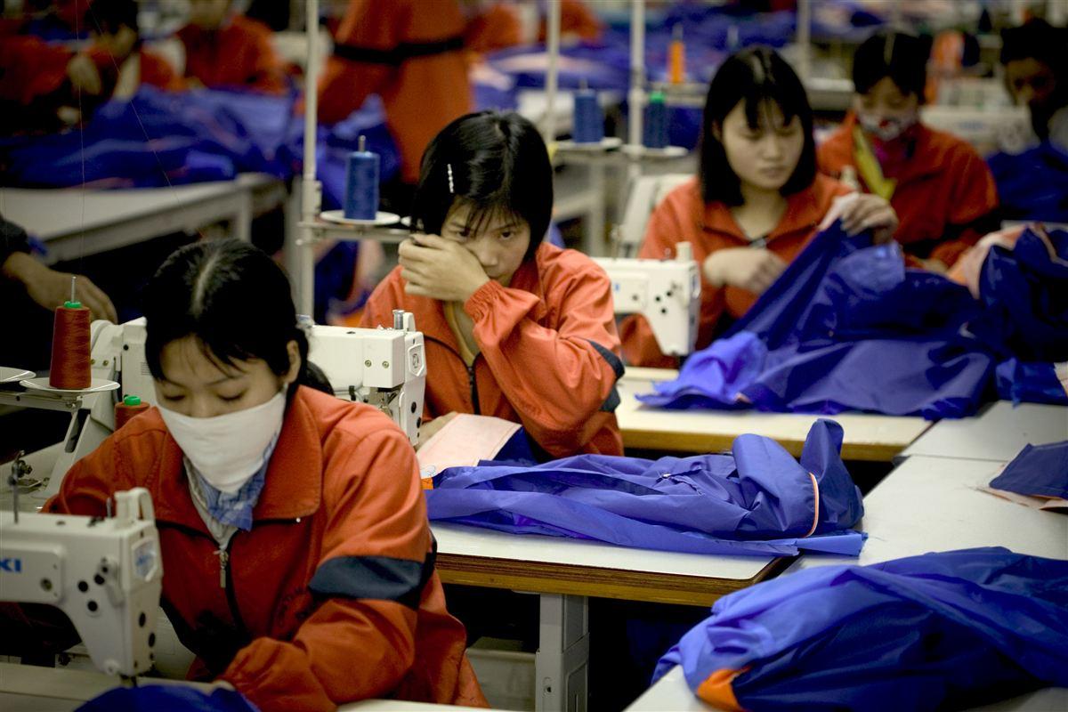 Tekstil- og møbelbranchen er to af de brancher, der er hårdest ramt af konkurrencen fra lande som Kina, hvor lønnen til de ansatte er markant lavere end i Danmark.