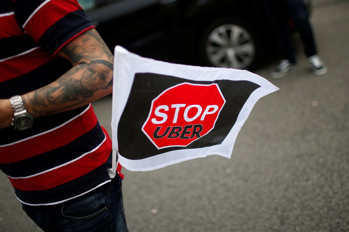 Vrede taxichauffører protesterer overalt på kloden mod Uber - her et foto fra Portugal. På længere sigt skal chaufførerne og fagbevægelsen nok vinde kampen mod Uber. Det forsikrer den internationale fagbevægelses leder Sharan Burrow.