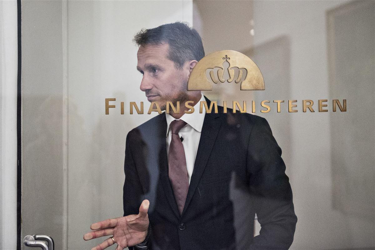 »Der er ikke noget, der er skjult her. Alt er lagt åbent frem,« siger finansminister Kristian Jensen om den nye pensionsaftale. Kritikere mener dog, at han skubber regningen foran sig.