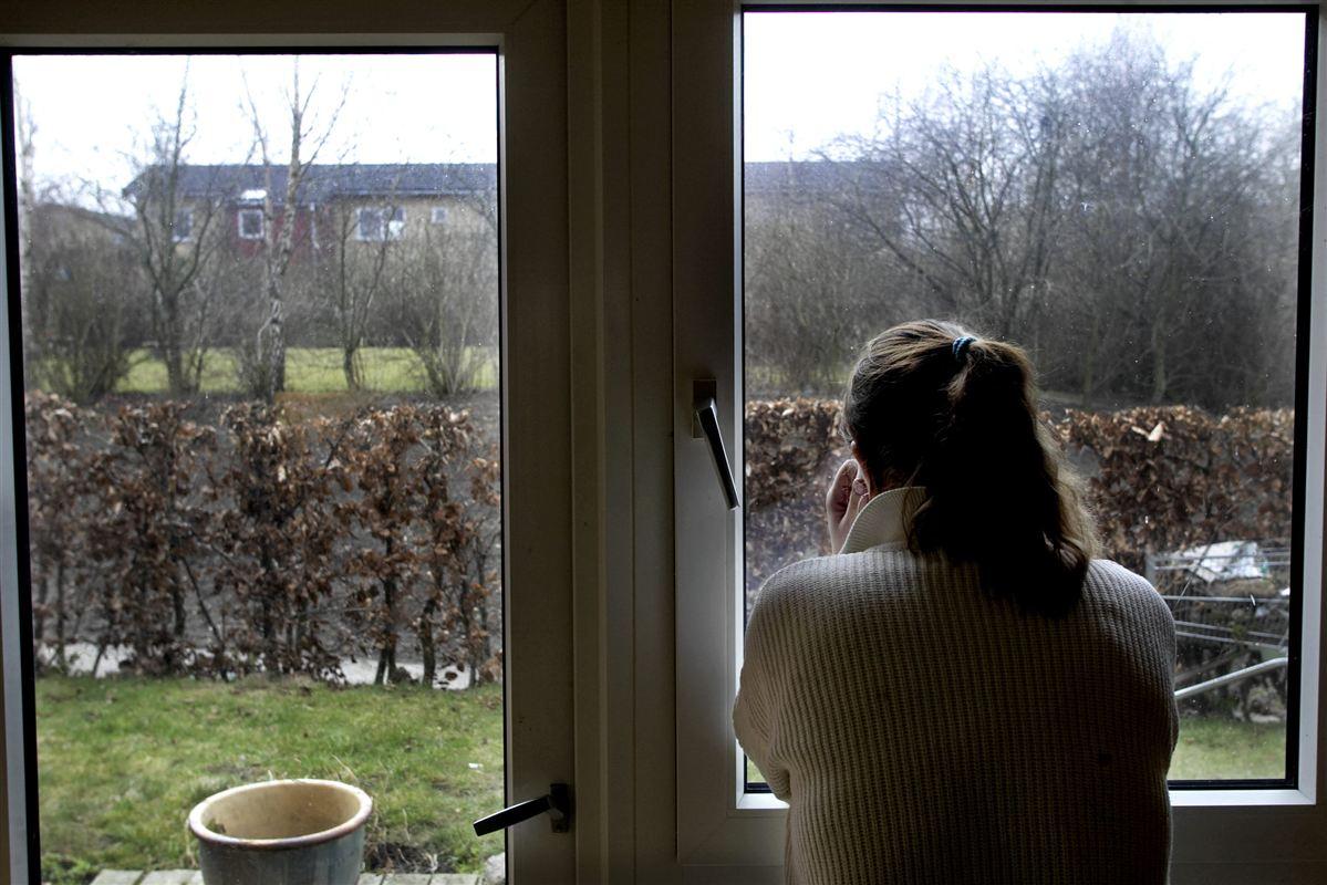 Syge borgere risikerer at komme i klemme, når behandlingen af deres sygedagpenge flytter fra kommunerne til Udbetaling Danmark, frygter både kommuner og socialrådgivere.