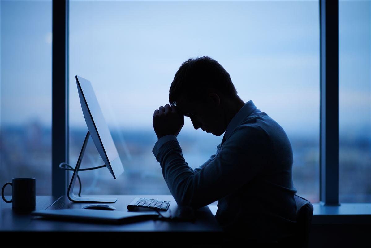 Lederne i den offentlige sektor svarer ifølge undersøgelsen, at de selv har lige så dårligt et psykisk arbejdsmiljø, som de menige medarbejdere. De er i mange tilfælde fanget i et krydspres mellem på den ene side medarbejdere og på den anden side en topledelse, som ikke prioriterer psykisk arbejdsmiljø.