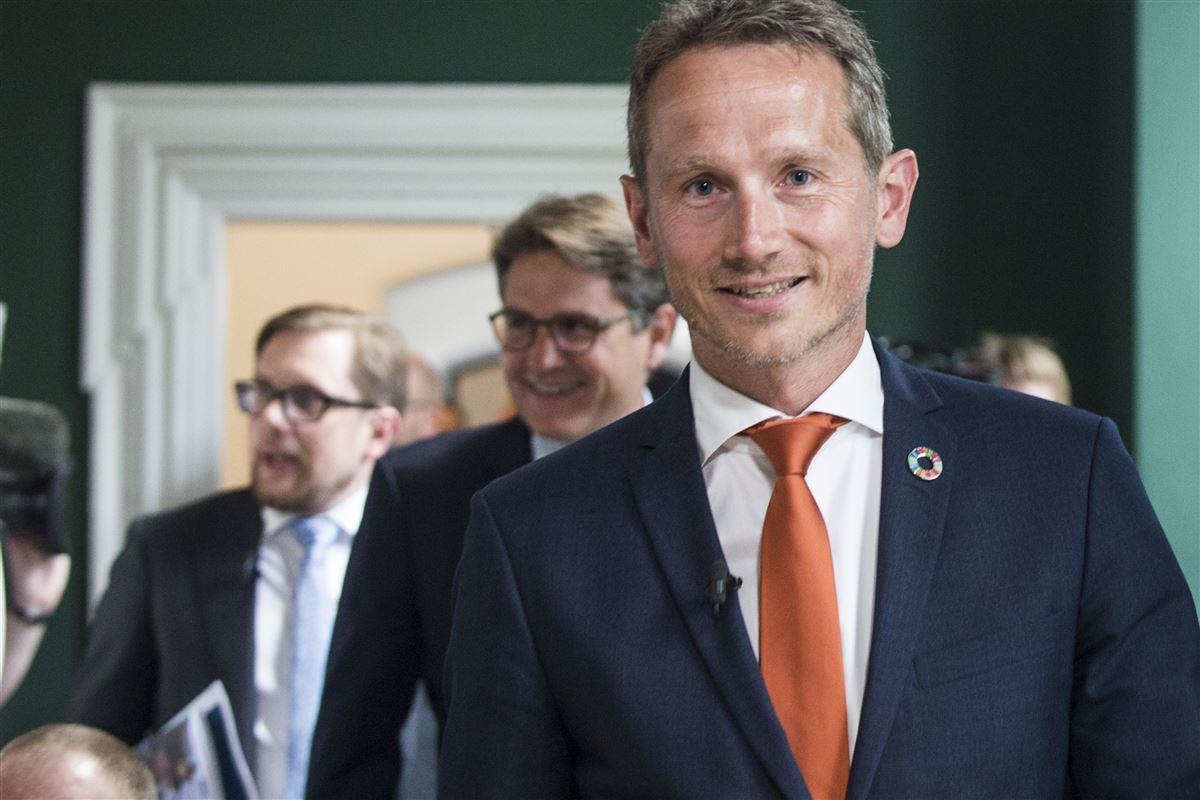 Kristian, Brian og Simon Emil med brede smil på vej til præsentationen af regeringens 2025-plan og pensionsudspil. Hos Rådet for Socialt Udsatte er smilet ikke så bredt, for udspillet rammer socialt skævt, mener formand Jann Sjursen.