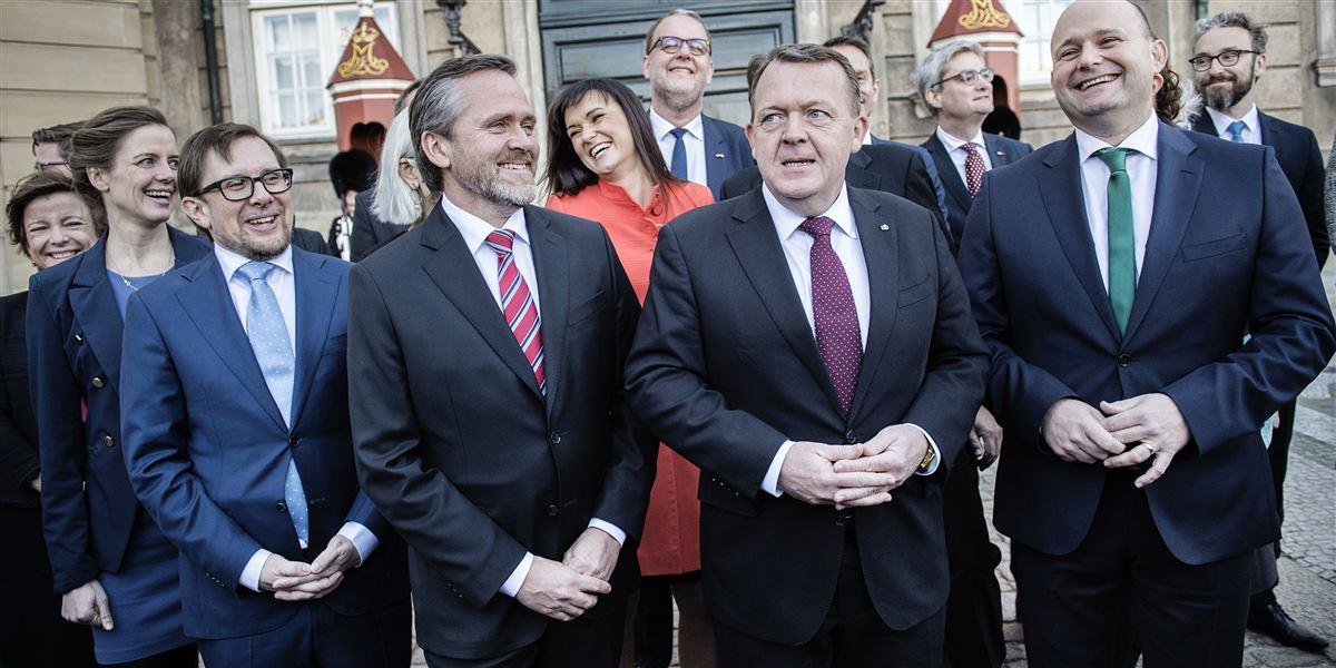 Humøret var højt, da statsminister Lars Løkke Rasmussen præsenterede sin nye trekløverregering i november 2016. Efter et halvt år får de 22 ministre dårlige årskarakterer af vælgerne, og kun K-leder Søren Pape har grund til at smile.