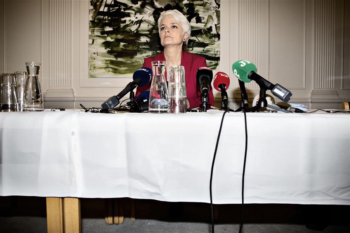 S og R bærer en stor del af skylden for, at Annette Vilhelmsen måtte gå  som formand for SF og trække partiet ud af regeringen, mener et stort  flertal af SF's vælgere.