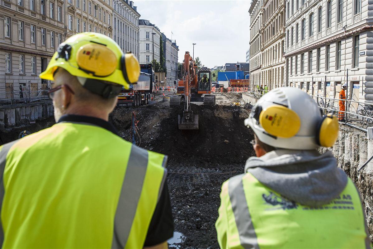 Hjulene ruller igen, og de danske arbejdsgivere er hurtige til at ansætte, fordi de let kan komme af med medarbejderne igen, hvis det viser sig, at højkonjunkturen ikke holder.