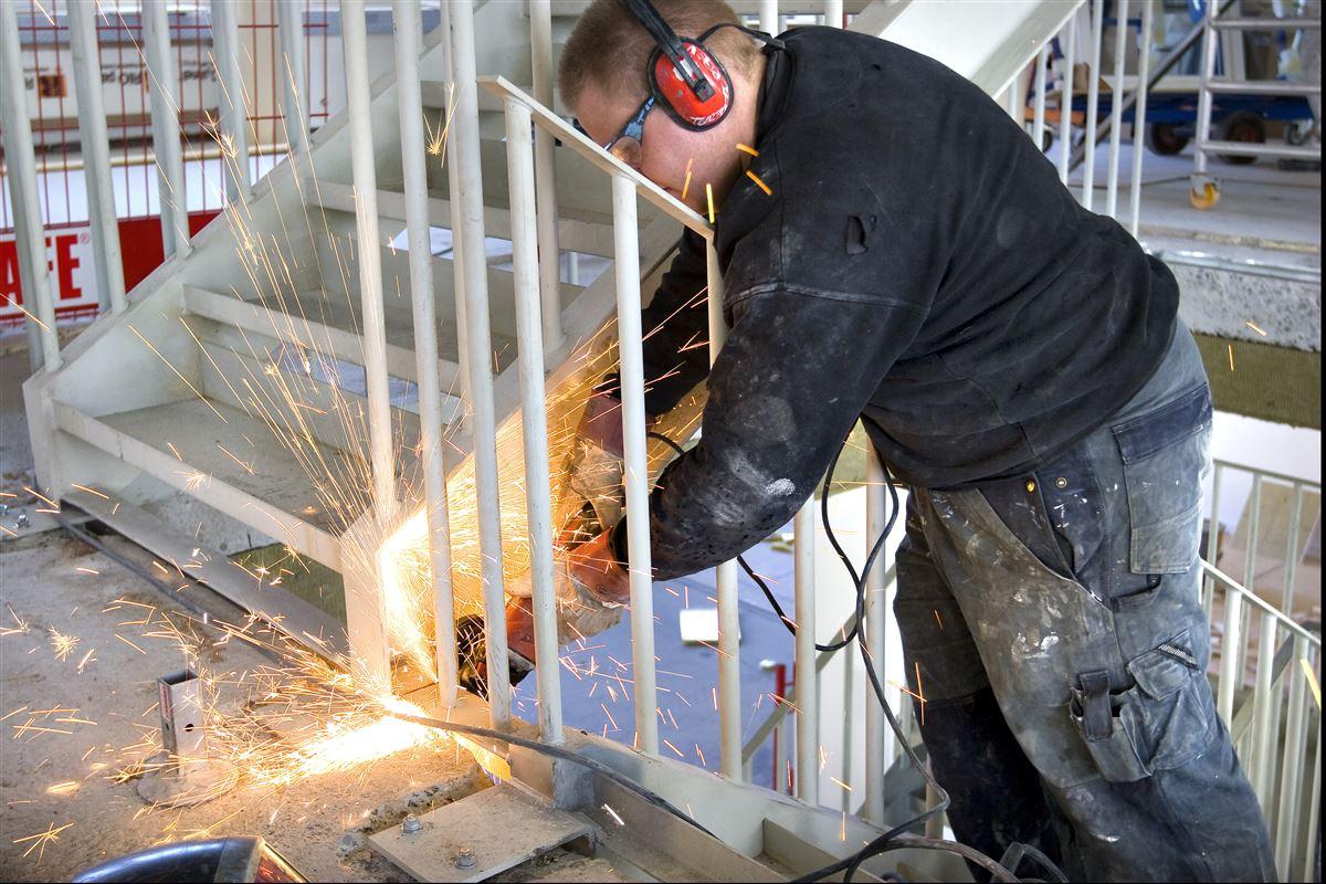 Hvis man vil sætte ind mod social dumping, skal man opsøge de arbejdspladser, hvor man ved, at risikoen for underbetaling og regelfusk er størst, lyder opfordringen fra forskere, der har evalueret Københavns Kommunes hidtidige indsats på området.
