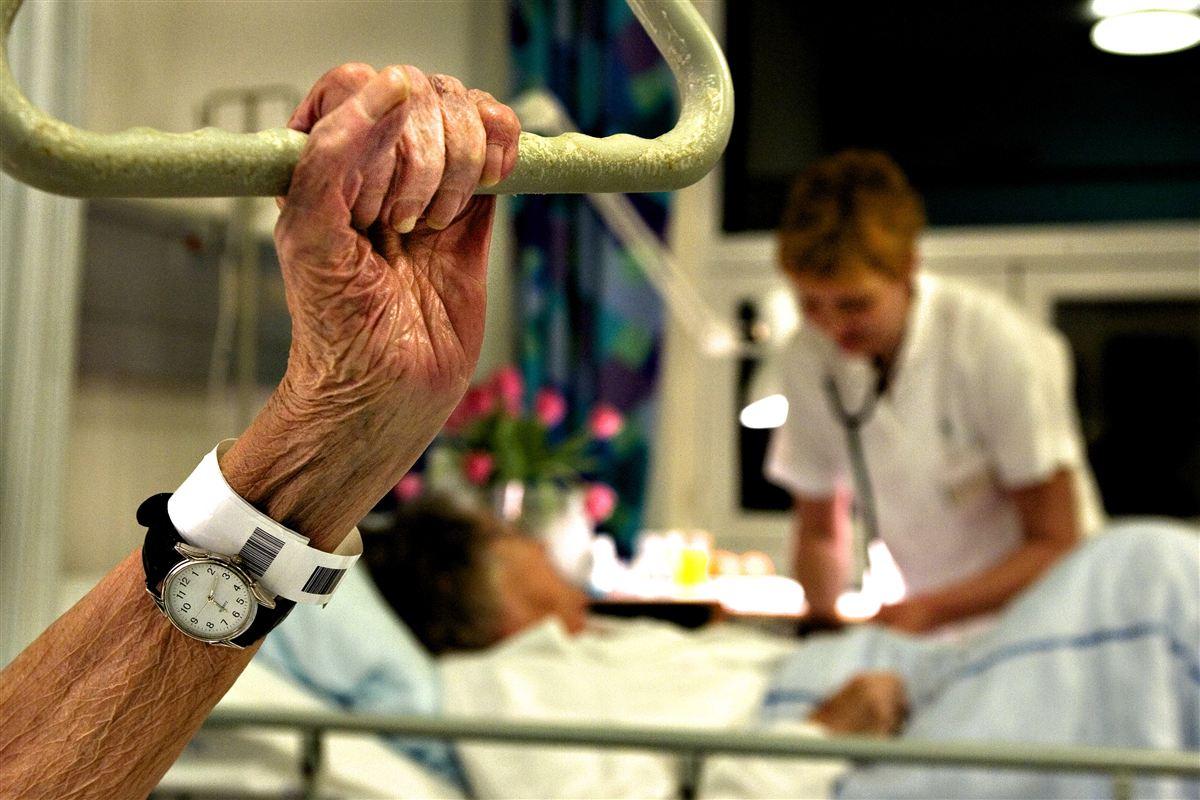 Hver femte ældre er i risiko for at blive underernæret under indlæggelse. I hjemmeplejen er det seks ud af ti, der er i fare for at blive underernæret. Ved at sætte ind mod underernæring opnåede Herlev Hospital et fald på 46 procent igenindlæggelser blandt ældre, som blev fulgt af en klinisk diætist ved udskrivelsen.