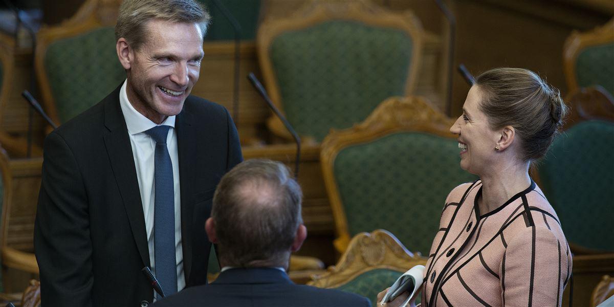 »Det er entydigt, at Socialdemokratiet under Mette Frederiksens ledelse har valgt at flytte sig politisk,« siger Kristian Thulesen Dahl (DF). Han lægger op til flere parløb mellem DF og S, hvor man lægger pres på regeringen.