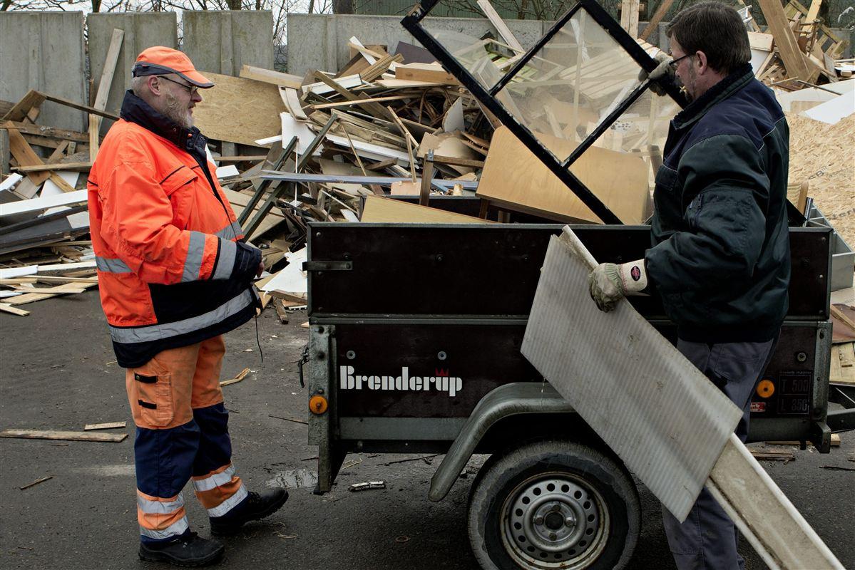 Med en ny seniorpolitisk tænketank vil beskæftigelsesminister Henrik Dam Kristensen sikre, at ældre som Jørgen Mastrup, der er i seniorjob på Skjern Genbrugsplads, får et godt og langt arbejdsliv.
