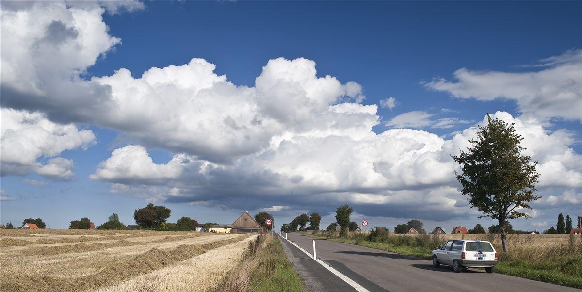 Flere og flere biler forlader kommunerne i Udkantsdanmark om morgenen for at bringe ejerne på arbejde i de større byer.