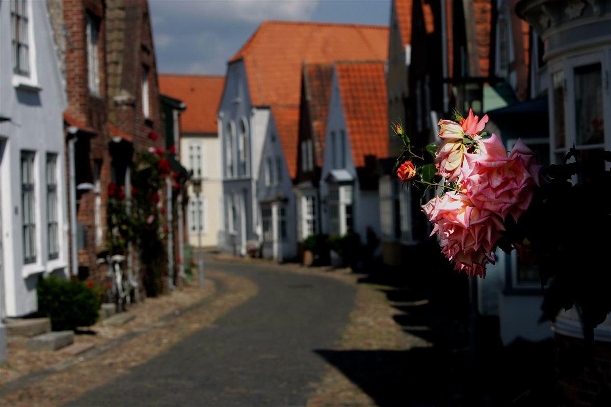 Det kan godt være, der ikke er sket en eksplosiv stigning i antallet af millionærer i Tønder, men lykken er hverken gods eller guld, fremhæver byens borgmester.