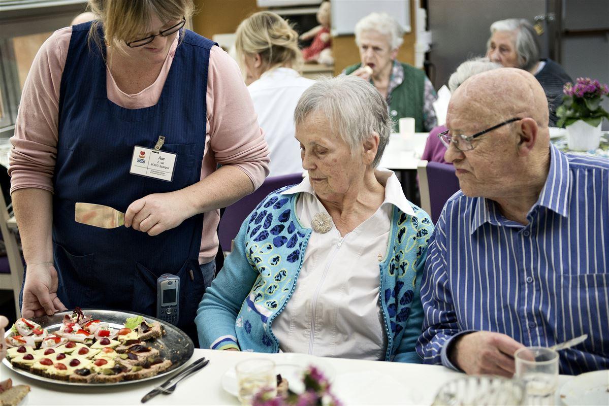 Driftsikkerhed, kvalitet og arbejdsforhold for de ansatte er vigtigere for danskerne end prisen, når kommunerne udliciterer ældrepleje og andre velfærdsydelser. - Arkivfoto